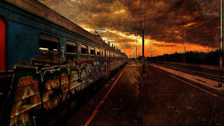 Verfallener Bahnhof. Möglicherweise durch einen Strom Black Out