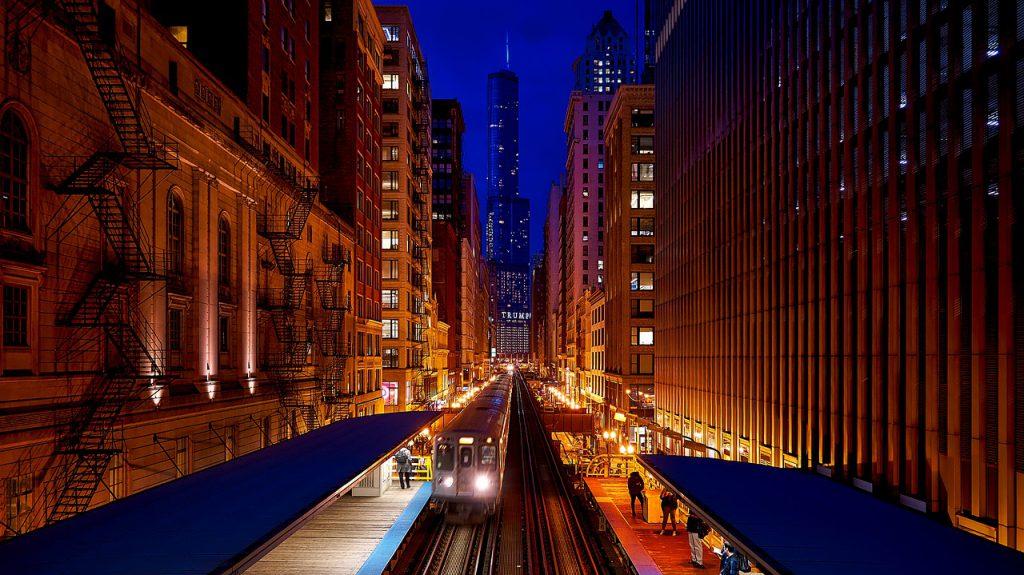 Nahverkehr nutzt den Platz in Großstädten effektiver.