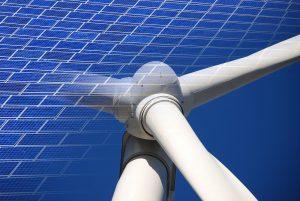Solarzellen und ein Windkraftwerk