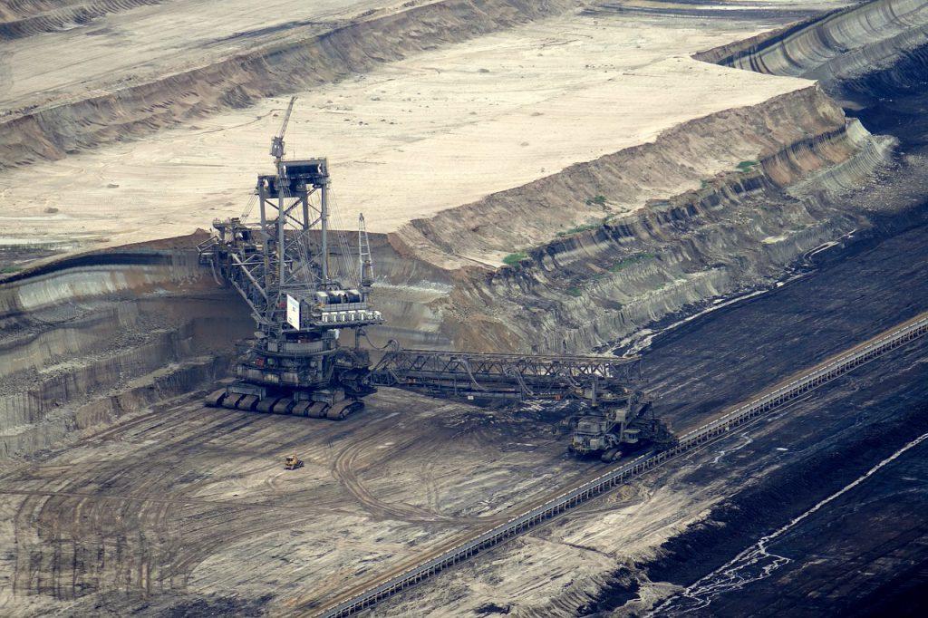 Ein großer Braunkohlebagger im Tagebau