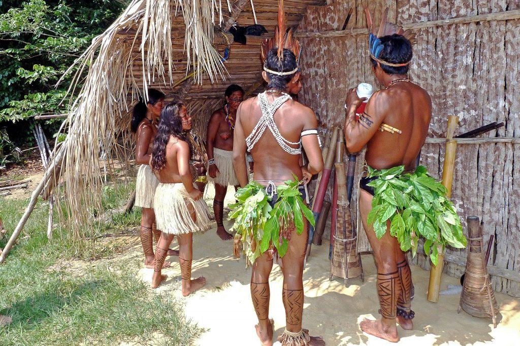 Indigene Völker im Amazonas Regenwald