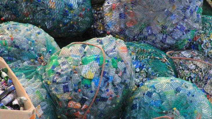 Säckeweise Einweg-Plastikflaschen