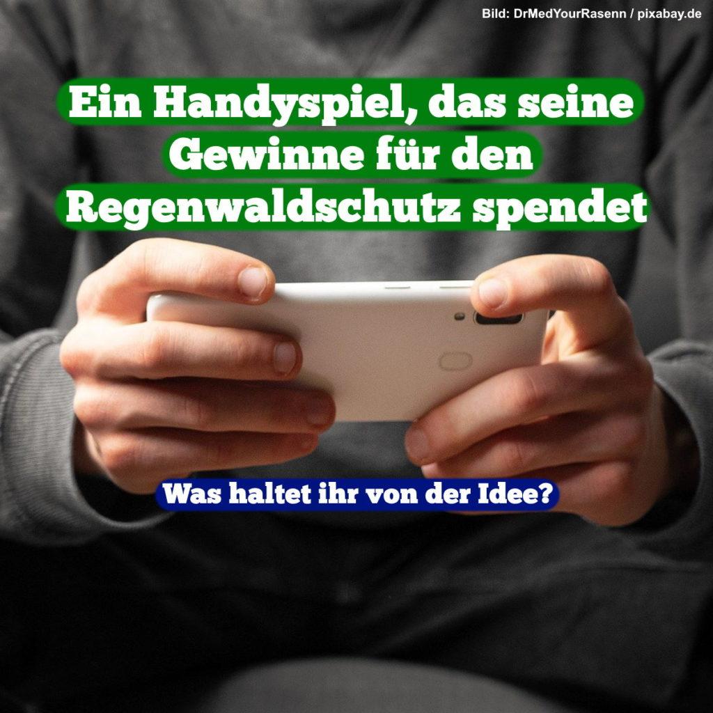 """Person, die Smartphone spielt im Hintergrund. Text im Vordergrund: """"Ein Handyspiel, das seine Gewinne für den Regenwaldschutz spendet. Was haltet ihr von der Idee?"""""""